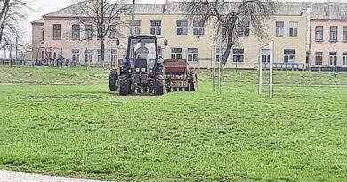 У Межовій розпочато підготовку стадіону до нового футбольного сезону