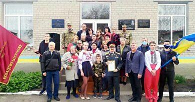 У Веселівській школі увіковічили пам'ять легендарного розвідника майора Вихора!